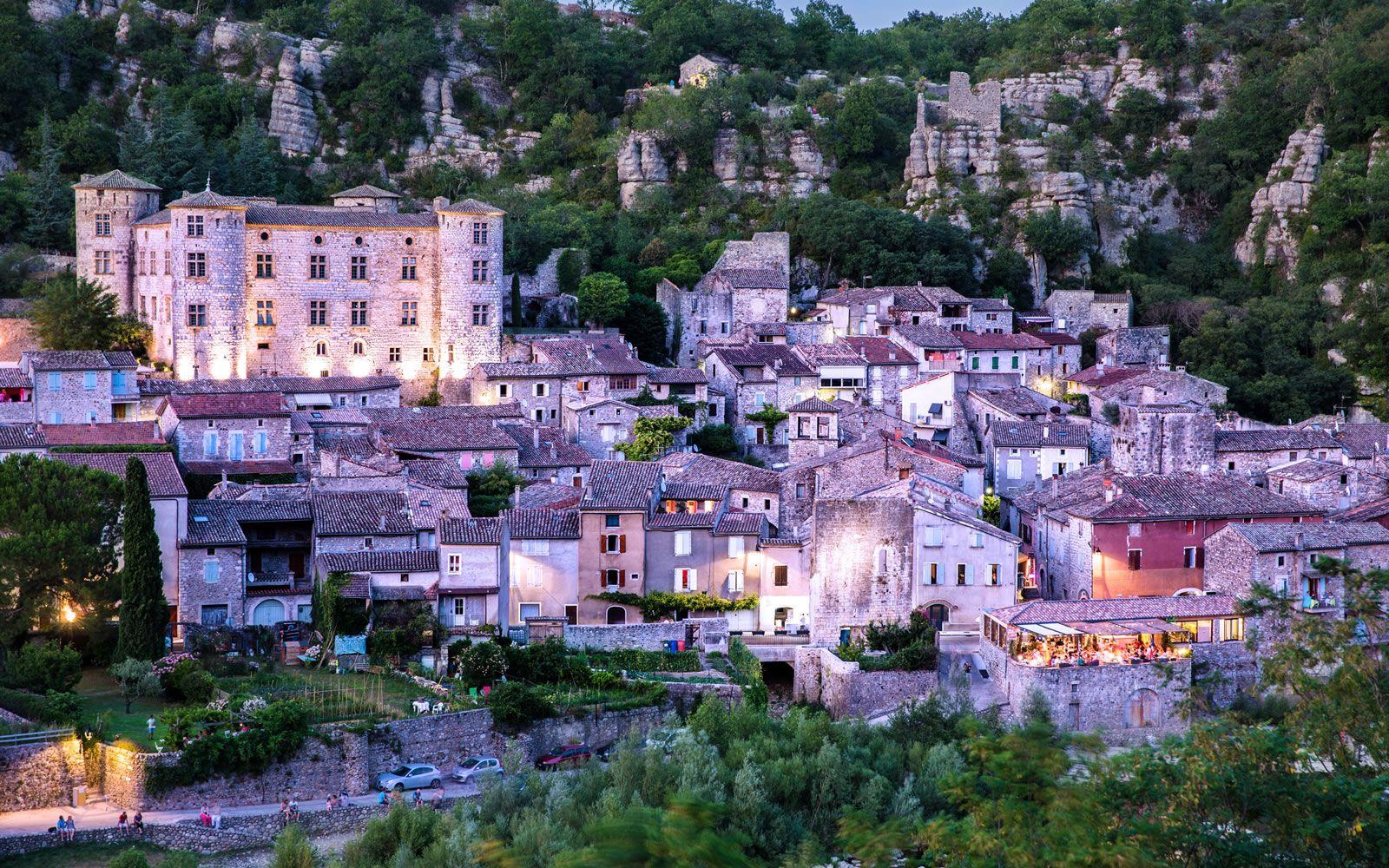 Le village de Vogüé © Stéphane Tripot